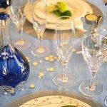 宮内庁正餐用食器を原型に作成しているロイヤルラインのグラス&デキャンタ。