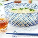 夏にぴったりのそうめん大鉢&猪口。江戸切子を施した食器は、食卓に穏やかな華やぎを与えてくれます。