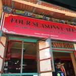 תמונה של Lobsang's Four Seasons Cafe