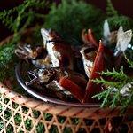 旬の食材をご笑味ください。Please enjoy the seasonal ingredients.This fish is summer river fish.Salt-grilled.