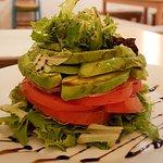ensalada de tomate, aguacate con reducción de PX