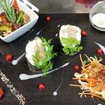 Makis vapeur de lieu jaune au pesto, sauce coco-curry thaï et chop suey de légumes croquants