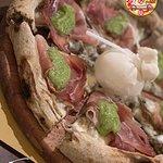 Pizza: porcini, speck e burrata