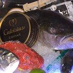 Caviale e mostra pesce fresco