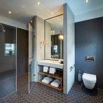 Badezimmer im Superiorzimmer mit Regendusche