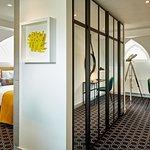 Rock Suite King Gold Schlafzimmer und Schreibtisch, begehbarer Kleiderschrank