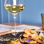 Gamberi in tempura di lager e curcuma