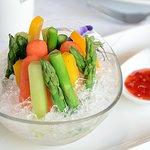 冰镇田园蔬 Bastones de verdura Steamed vegetable slices with sweet and sour sauce Bastones de verdura al vapor con salsa agripicante