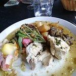 Ballottine de volaille fourrée au foie gras