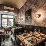 In un ambiente semplice e ben curato vi potrete gustare i piatti tipici della tradizione fiorent