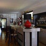 Bar et accueil pour le restaurant.