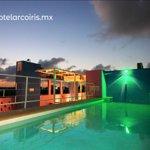 El hotel más cautivador y amable de Tulum Roof Top con piscina, camastros y bar