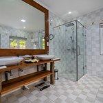 Cottage 2: Bathroom