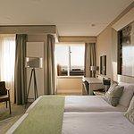 Hotel Zeezicht beschikt over 41 modern ingerichte kamers. Deze zijn stijlvol ingericht en van alle gemakken voorzien. 10 kamers beschikken over het unieke uitzicht over de Waddenzee.