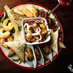 Шеф-поваром заведения представлены блюда европейской и средиземноморской кухни.