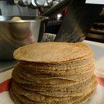 Tortillas de maiz amarillo de grano entero mexicano hechas a diario por nostros