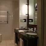 Suite 231 - toward the shower