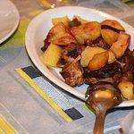 Agnello al forno con le patate  molto buono.
