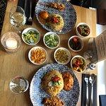 Onze rijsttafel was zo lekker! De vele verschillende smaken, het was echt genieten.