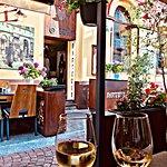 Dobre wino, jedzenie i otoczenie