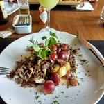 cordeiro, uvas e batatas
