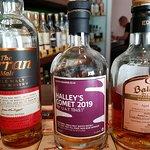 Whisky & Genuss Dresden: Die Möbellinie zieht sich bis in das Bad durch. Sehr gelungen!