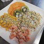 Salade du moment, Riz aux crevettes, kiwi, melon et maïs