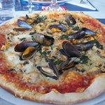 Cette pizza est une Eclade, plus simple que la Royannette, car pas de langoustines, mais tout au