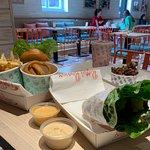 ภาพถ่ายของ Betty's Burgers & Concrete