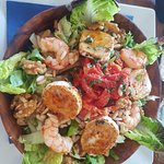 Salad with shrimp, nuts, goat cheese and sundried tomatoes - very nice!!