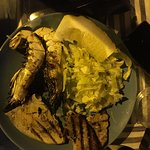 Cena con amici, una meravigliosa frittura di pesce e gamberi accompagnato da un ottimo bicchiere di vino bianco, e sempre un piacere ritornarci per trascorrere una serata doc