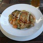 Mittagsmenü: Hähnchenbrust auf Gemüsereis