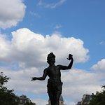Vue du site et sa statue