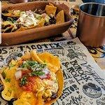 Tacos al pastor, cochinita pibil, hongos, barbacoa de res, longaniza, arrachera, entre otros