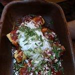 Enchiladas rellenas a tu gusto con salsa chipotle, santa muerte o salsa roja pa que no te pique.