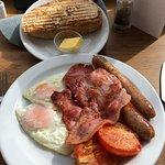 ภาพถ่ายของ Motte & Bailey Cafe