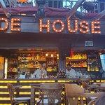 Side House Cafe & Bar resmi