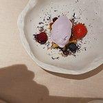 witte chocolade cake met violet (paars)ijs