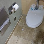 Lobby - ladies restroom - 10am