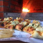 Foto de Um Yousef Hut Pizza and Manakesh