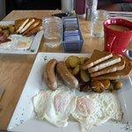 صورة فوتوغرافية لـ The Hen and Hog Cafe