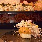zestaw sushi + nigiri z tatarem wędzone na oczach gościa