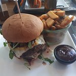 Klassischer Hamburger mit doppelt Fleisch