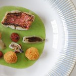 "Salmonete em suquet, sambal e frutos secos Red mullet, ""suquet"", ""sambal"" and nuts"