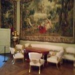 В королевском дворце.