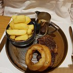 Steak with Pepper sauce, onion rings and chunky chips