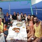 Grazie a tutti del bellissimo pomeriggio e grandiosa cena che ci avete preparato con il vostro pescato. Splendida esperienza che consigliamo