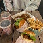 Betty's Burgers & Concrete Co照片