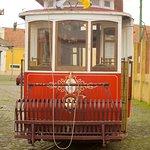 A ligação entre os núcleos de exposição do Museu da Carris é feita a bordo de um Elétrico de 1901, remodelado nos anos 60, quando foi adaptado para serviços de turismo.