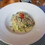 Tagliatelle verdi con funghi, spinacino fresco e salsa alla Florentina